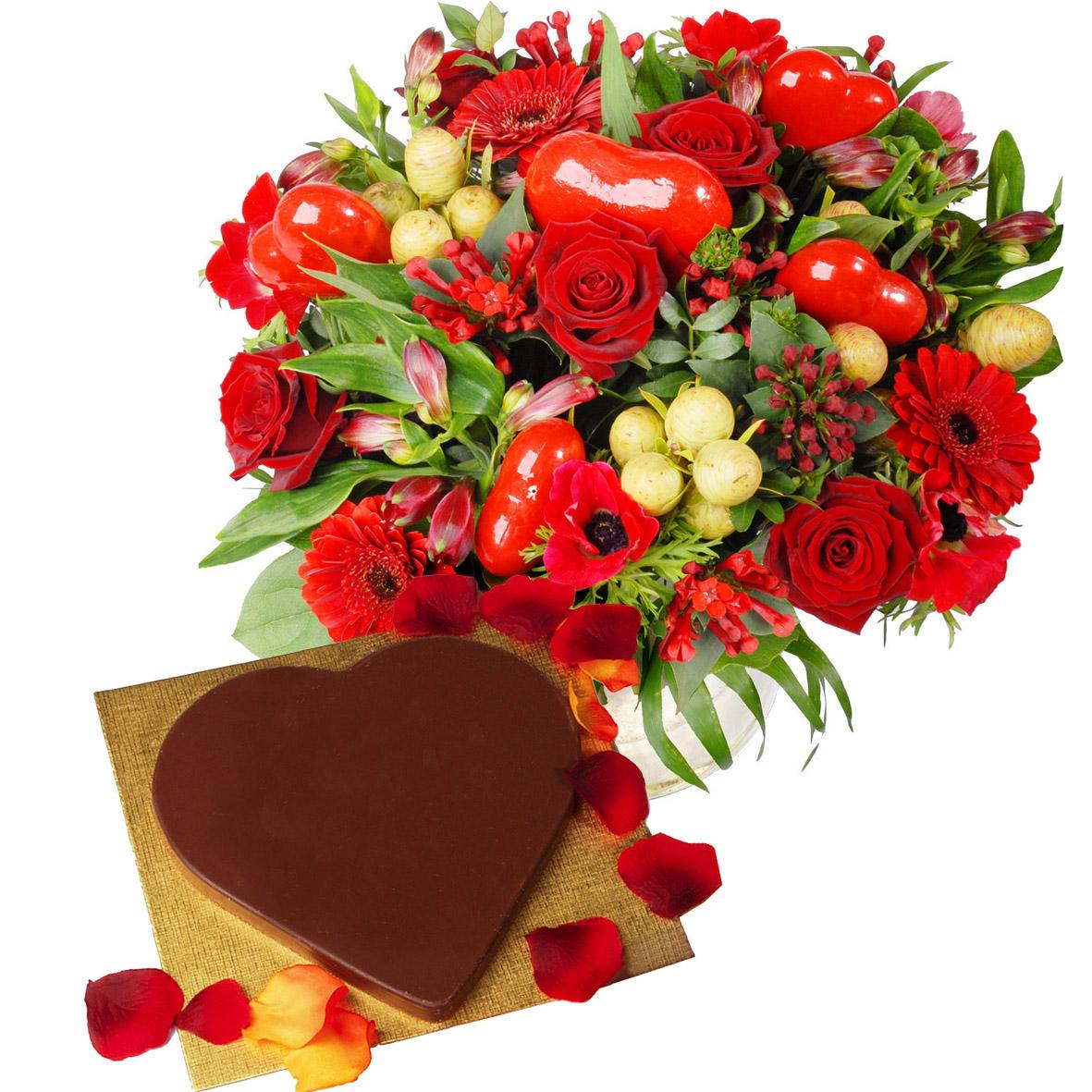 Rood boeket en chocolade hart