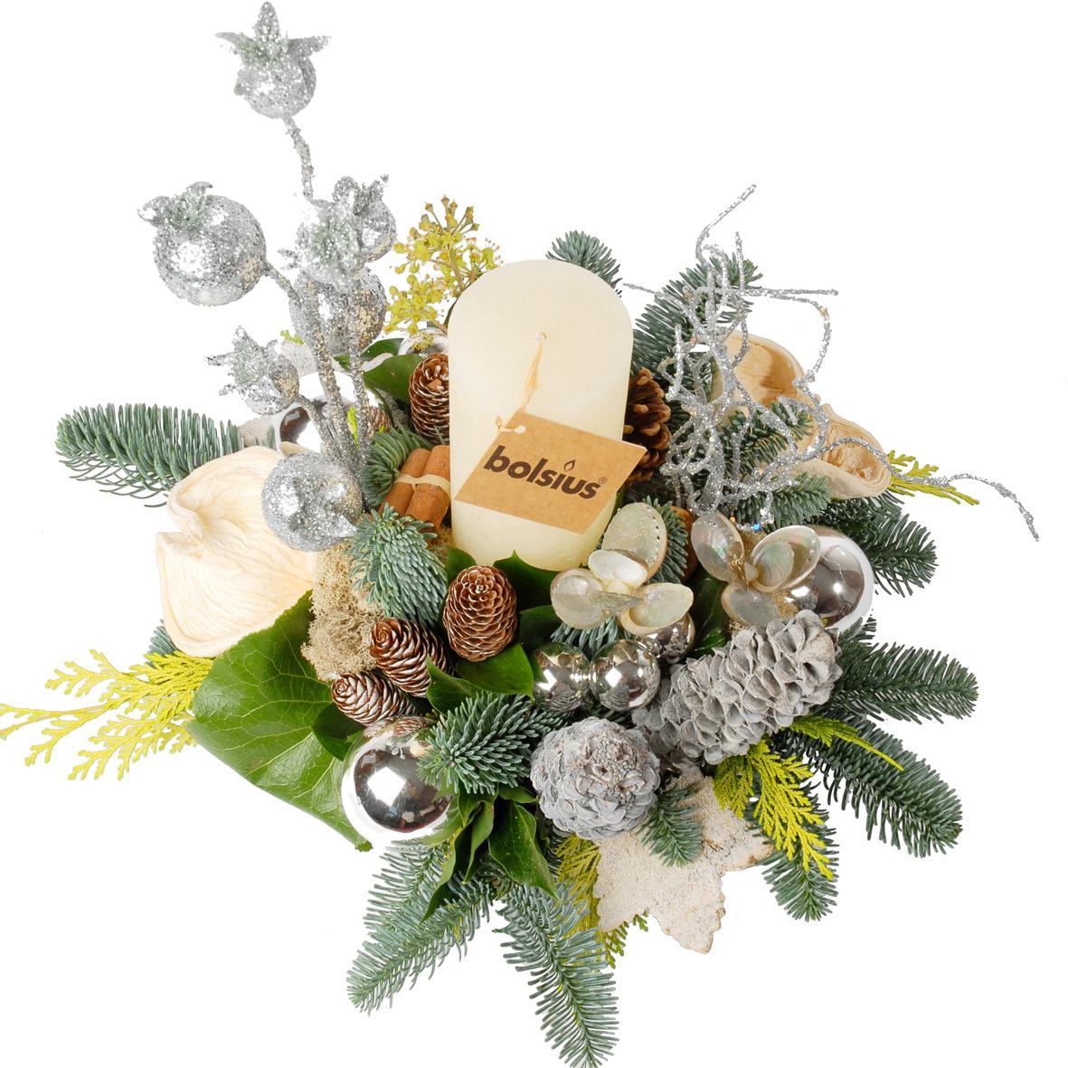 Kerststuk met dikke witte kaars