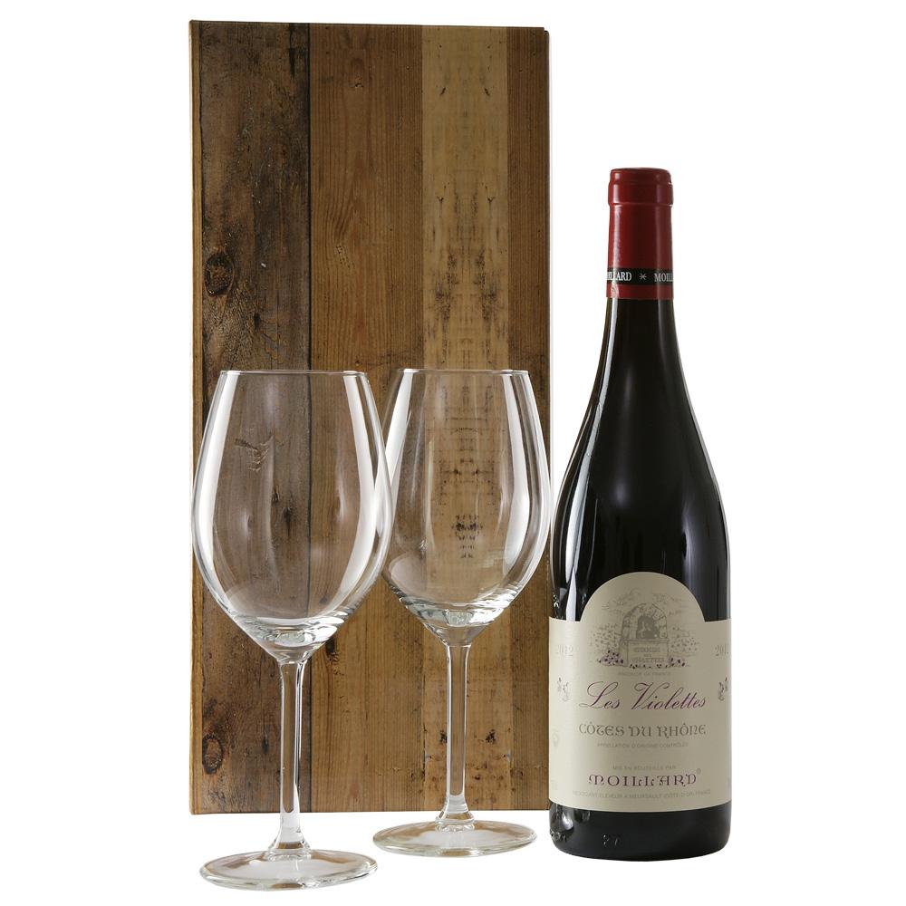 Cotes Du Rhone wijn en 2 wijn glazen