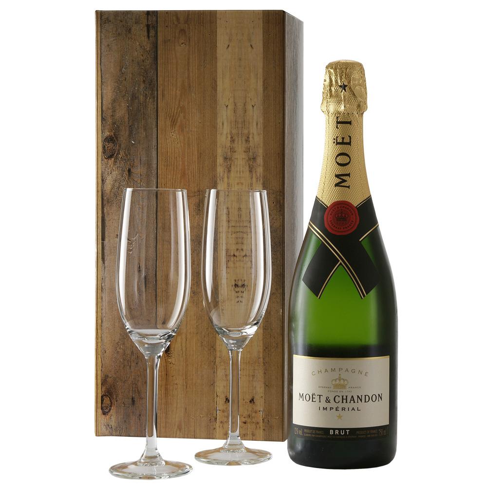 Moët Chandon en 2 champagne glazen