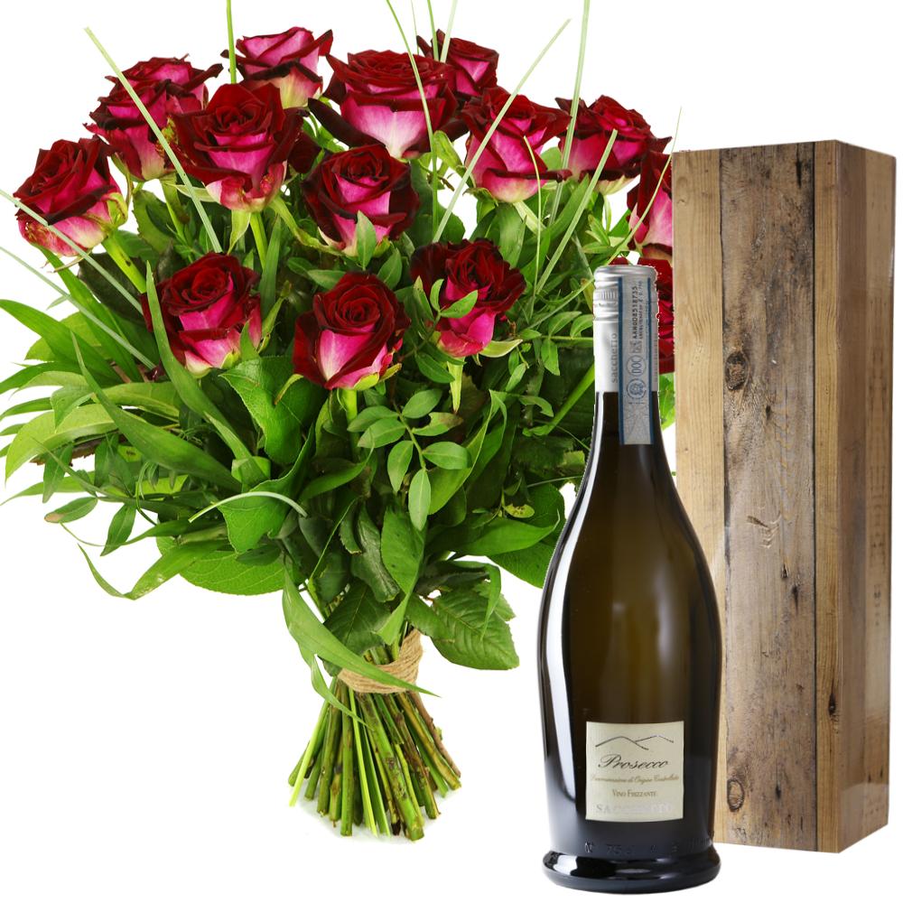 Prosecco en boeket rode rozen