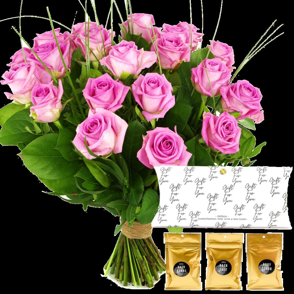 Roze rozen boeket met zeepbadset in geschenkverpakking